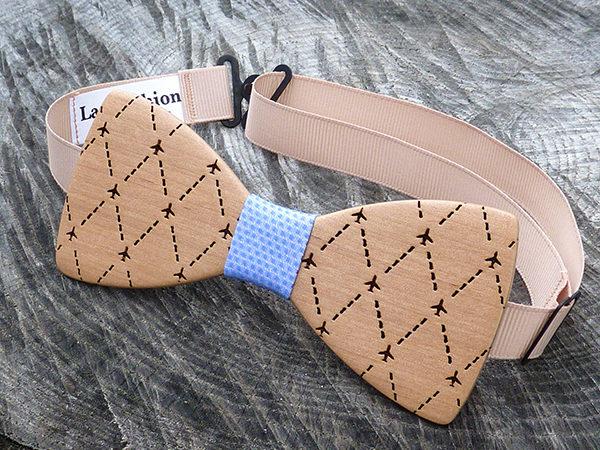 галстук-бабочка из дерева самолетики