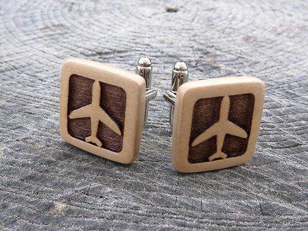 запонки из дерева самолет