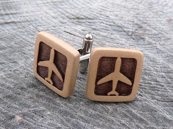 деревянные запонки с самолетами