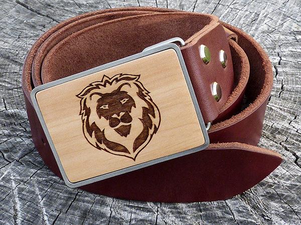 коричневый кожаный ремень лев